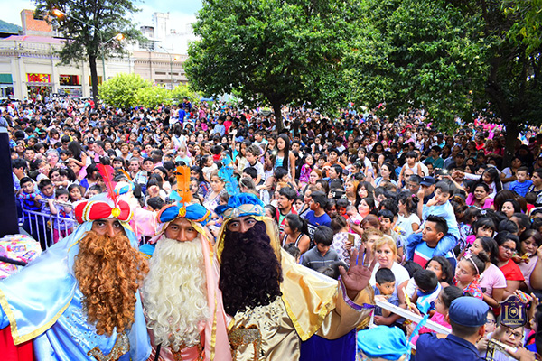 reyes_con_multitud